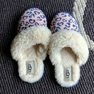 b45641ee2aa Girls Ugg pink animal print slippers Big Kid 6-7